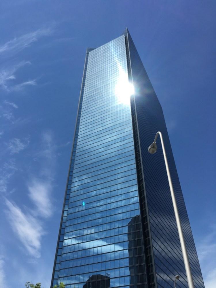 OBPクリスタルタワーの外観