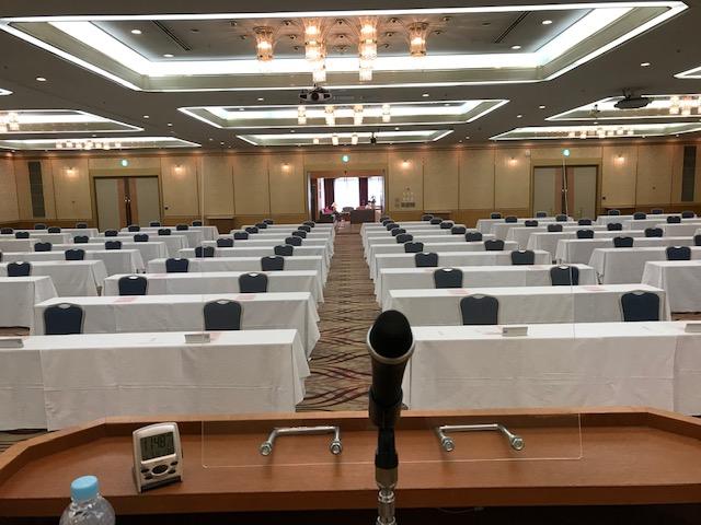 岐阜グランドホテルの講演会場の写真