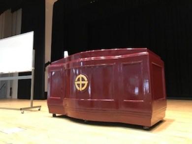 鹿児島中央公民館の格調高い演台の写真