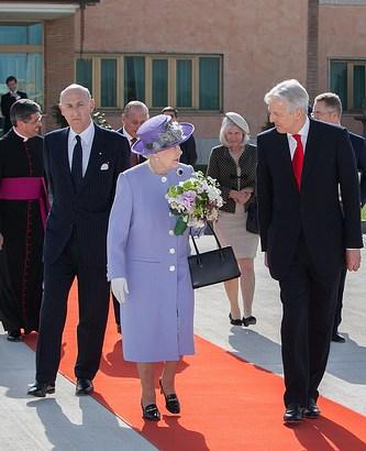 英国のエリザベス女王はカナダやオーストラリアの女王でもある