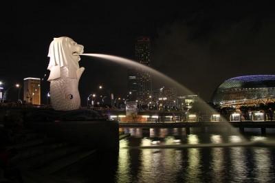 カップル旅行で行くシンガポール夜景スポット、マーライオン
