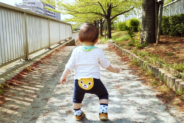 赤ちゃんの時お座りや立っちをしたのはいつ頃かを振り返る