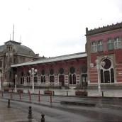 Sirkeci'de Yazar, Çizer, Çay İçer Bulutumsu Bir Grup