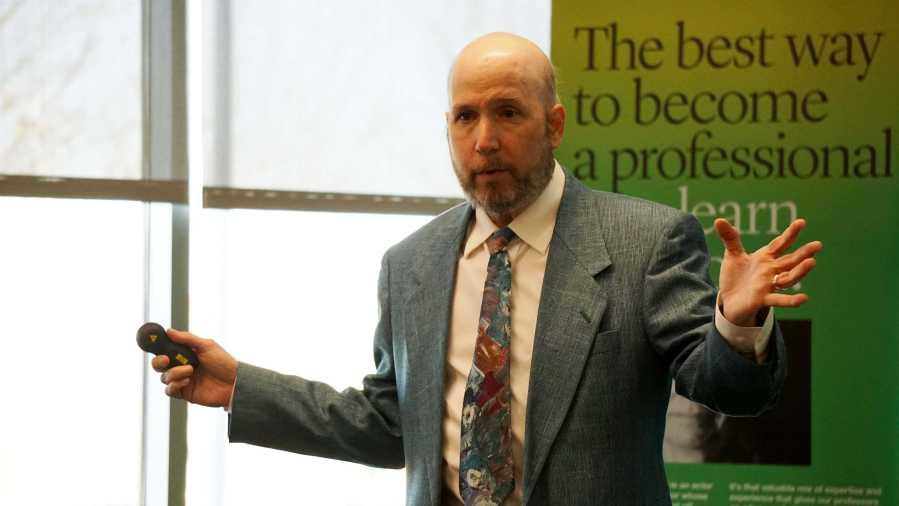 Brian+Katz+talking+at+the+Anxiety+Awareness+seminar+at+the+College+of+DuPage+on+Nov.+10.