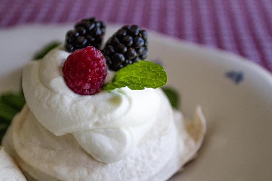 MERINGUES! Heard of them? Well get ready to fall in love with this British summer dessert!
