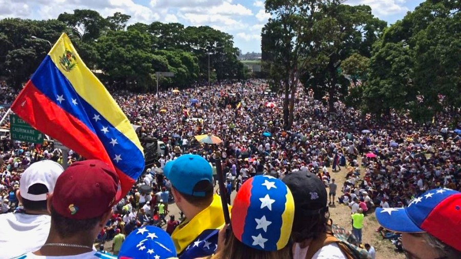 In+2017%2C+millions+protested+against+President+Nicolas+Maduro+dissolving+the+opposition-led+National+Assembly+congress+to+create+a+puppet+congress%2C+the+Constituent+Assembly.+The+opposition+to+his+increasingly+authoritarian+actions+signaled+support+in+Hugo+Chavez%E2%80%99s+1999+Bolivarian+socialist+revolution+was+finally+waning