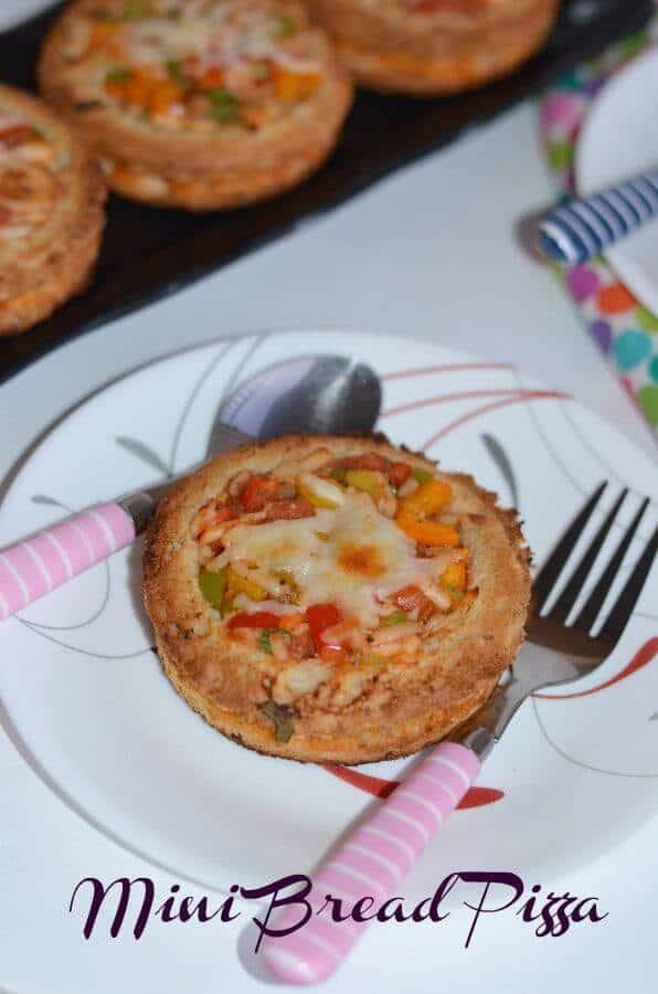 Mini Bread Disc Pizza Quick Easy Bread Pizza How To Make Bread Pizza At Home