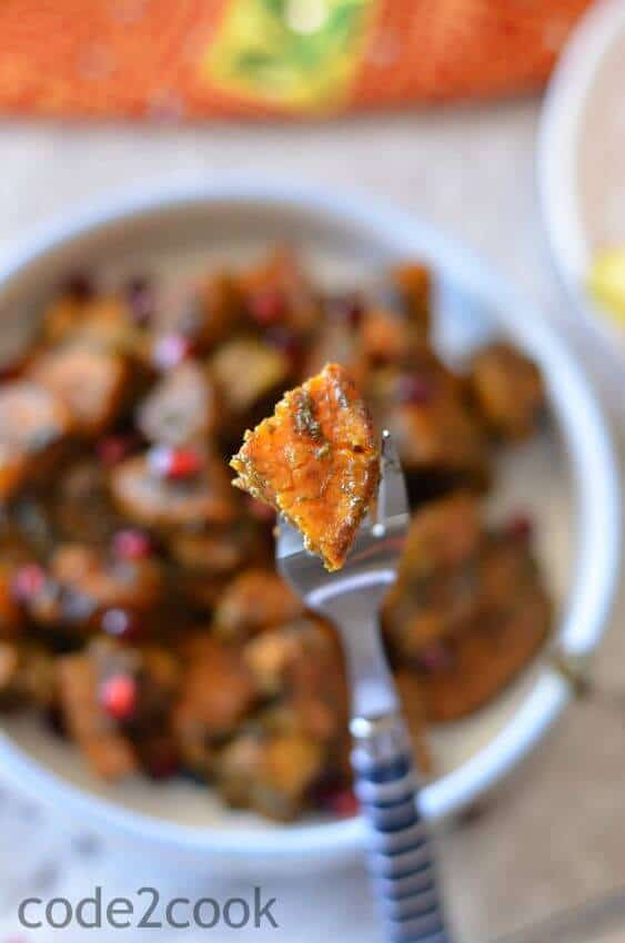 Shakarkand ki chat or sweet potato chat is a popular North Indian street food which is tangy and spicy at the same time. This is also a common ingredient to consume during fasting days (Navratri, Ekadshi, Janamashtmi).