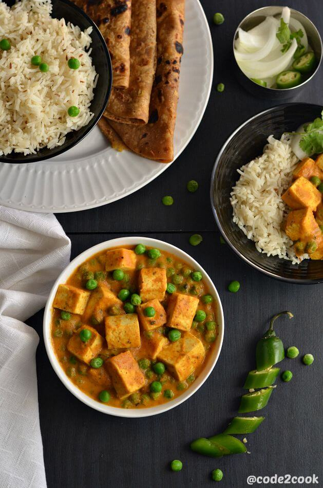 Vegan matar paneer is a vegan version of the most popular Indian matar paneer. Tofu is a perfect substitute for paneer to make a vegan version of matar paneer. Shallow fry tofu cubes and peas are cooked in mildly spiced tomato-cashew gravy to make this vegan matar paneer. Tofu matar masala is a delicious vegan curry.