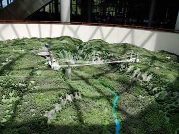 Makieta szklanego mostu w Zhangjiajie