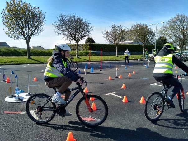 sensibilisation à la pratique du vélo en toute sécurité avec l'équipe du Codep29FFVélo à Ploudalmézeau (Nord Finistère)