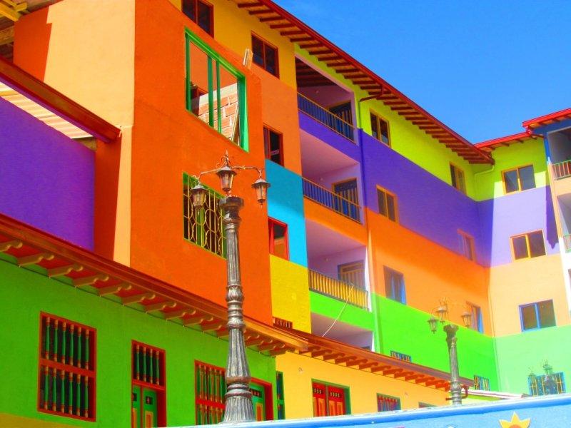 Il consiglio è di scegliere le tendenze colori per le pareti 2021, ma di valutare con cura le dimensioni degli spazi, la luce, il nostro gusto personale. Colori Parti Condominiali Facciate Esterne E Pareti Interne