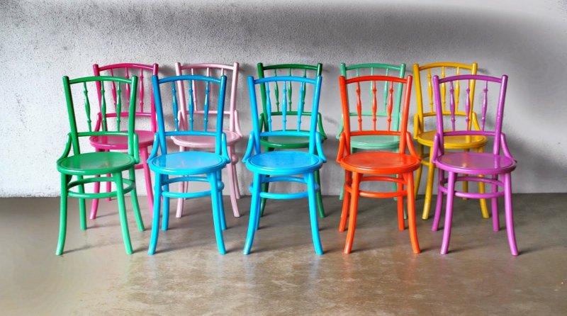 Come dipingere le sedie in plastica? Sedie Colorate
