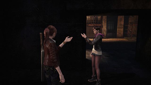 Claire y Moira son observadas por una misteriosa mujer