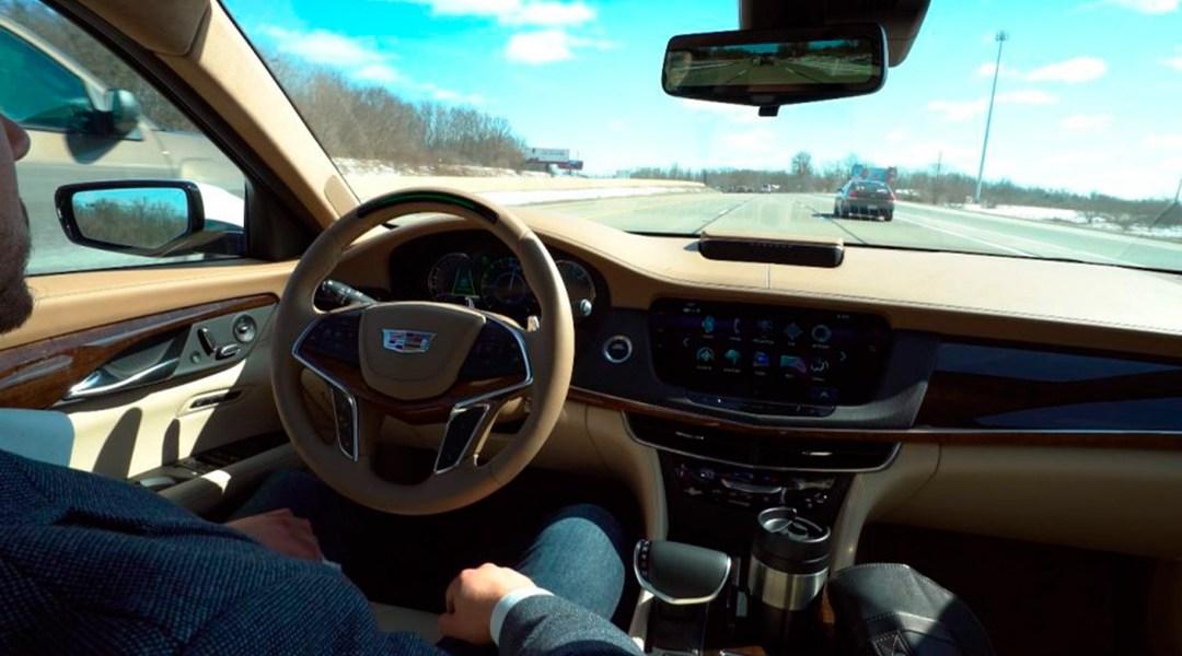 Cadillac asegura que con su sistema autónomo los conductores no volverán a tocar el volante