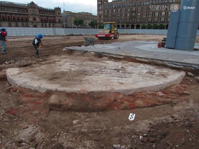El INAH realiza la supervisión arqueológica del proyecto de rehabilitación de la Plaza de la Constitución. Foto Alejandro Meraz