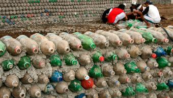casa fabricada con botellas de PET