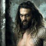 Jason Momoa interpretando a Aquaman, héroe de DC Comics