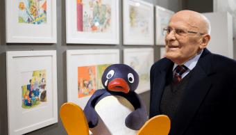 El creador de Pingu con su creación