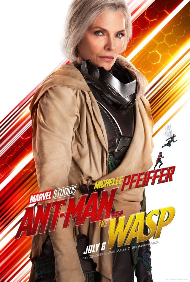 Michelle Pfeiffer como The Wasp en un póster oficial