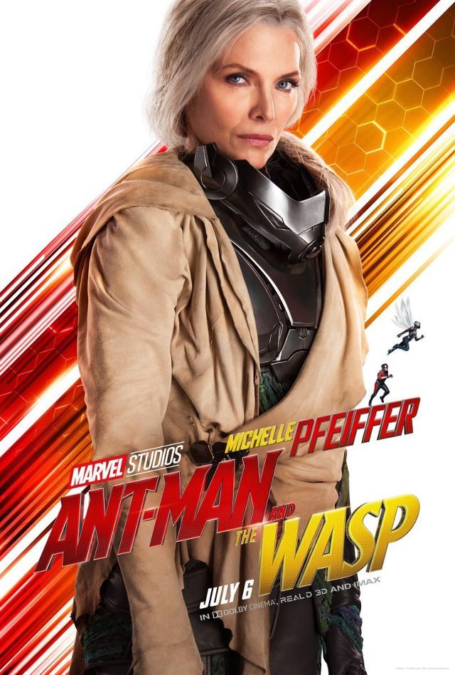 Michelle Pfeiffer como The Wasp en un póster oficial