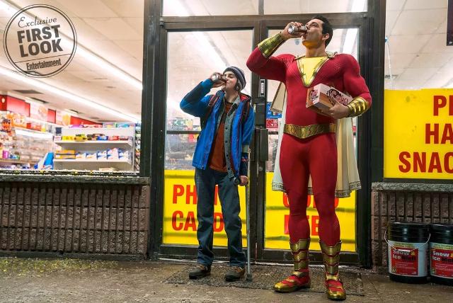 Primera imagen oficial de Zachary Levi y Jack Dylan Grazer como Shazam y Freddy Freeman, respectivamente.