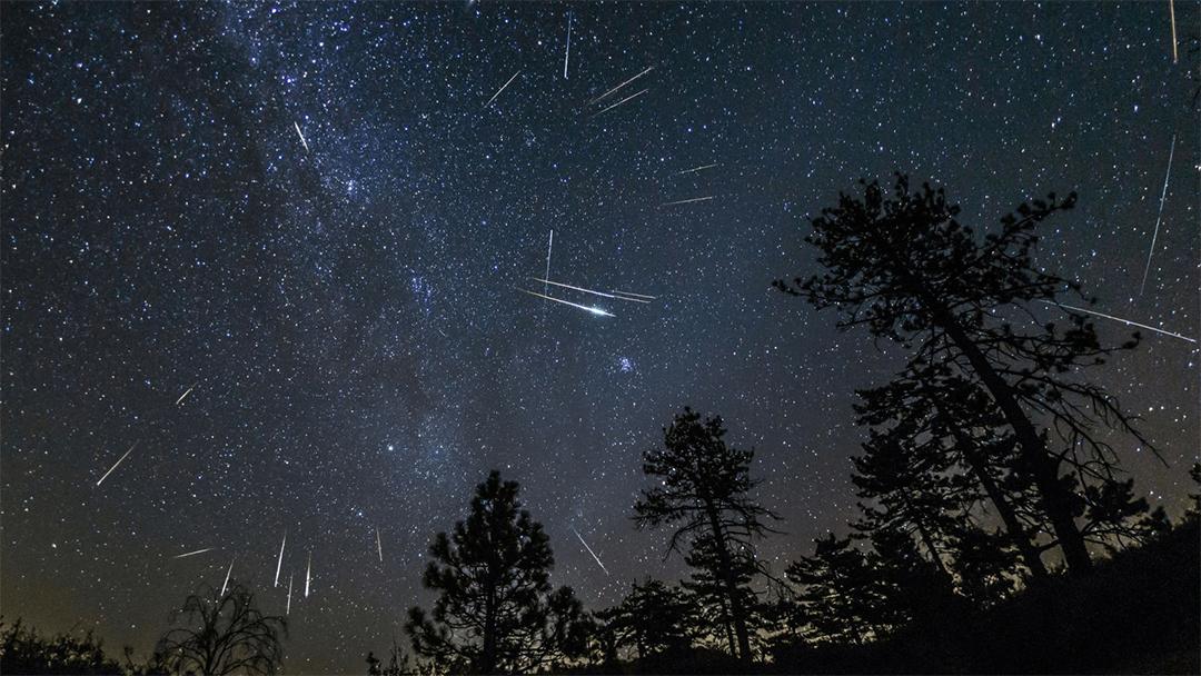 Una imagen del cielo durante lluvia de Perseidas