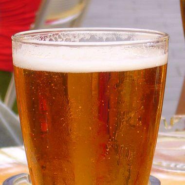 Un par de vasos de rica cerveza