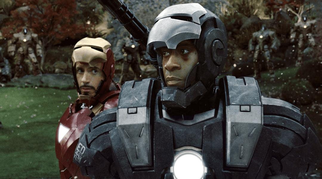 Don Cheadle caracterizado como War Machine