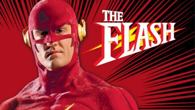El Flash de los 90 mostró cómo luce ahora su viejo uniforme