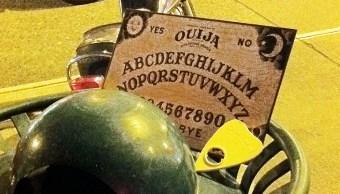 Un tablero de Ouija, el juego de mesa