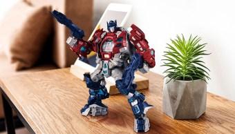 Este reloj de Optimus Prime es lo quieres para Navidad
