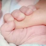 Nace primer bebé de transplante de útero de donante muerta