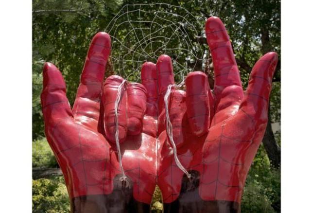 Estatua demoníaca de Spider-Man