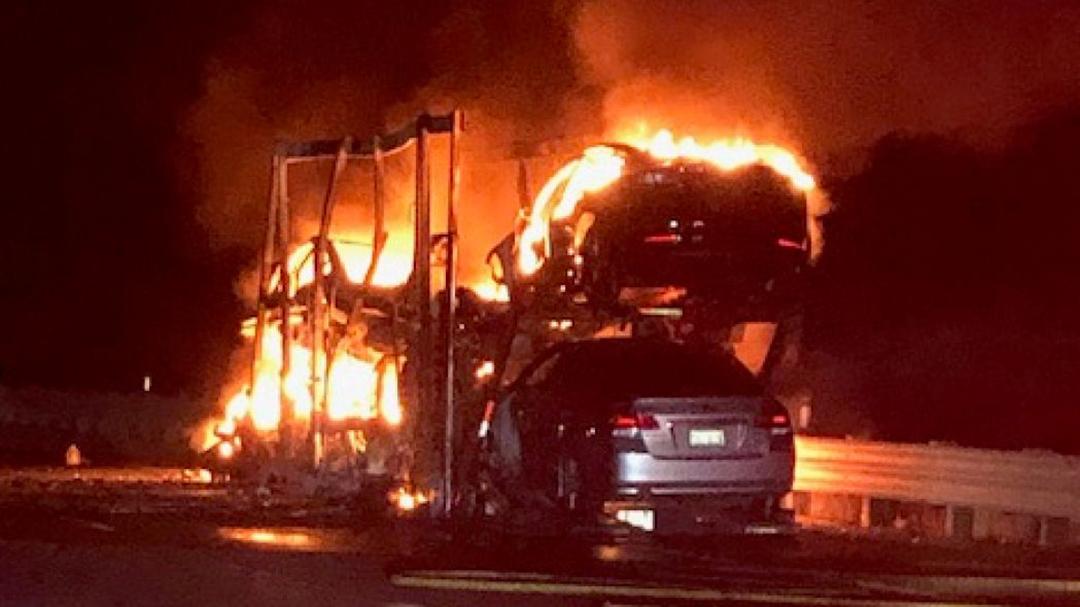 Tesla Incendio Camión