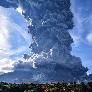 erupción Volcán Sinabung Indonesia