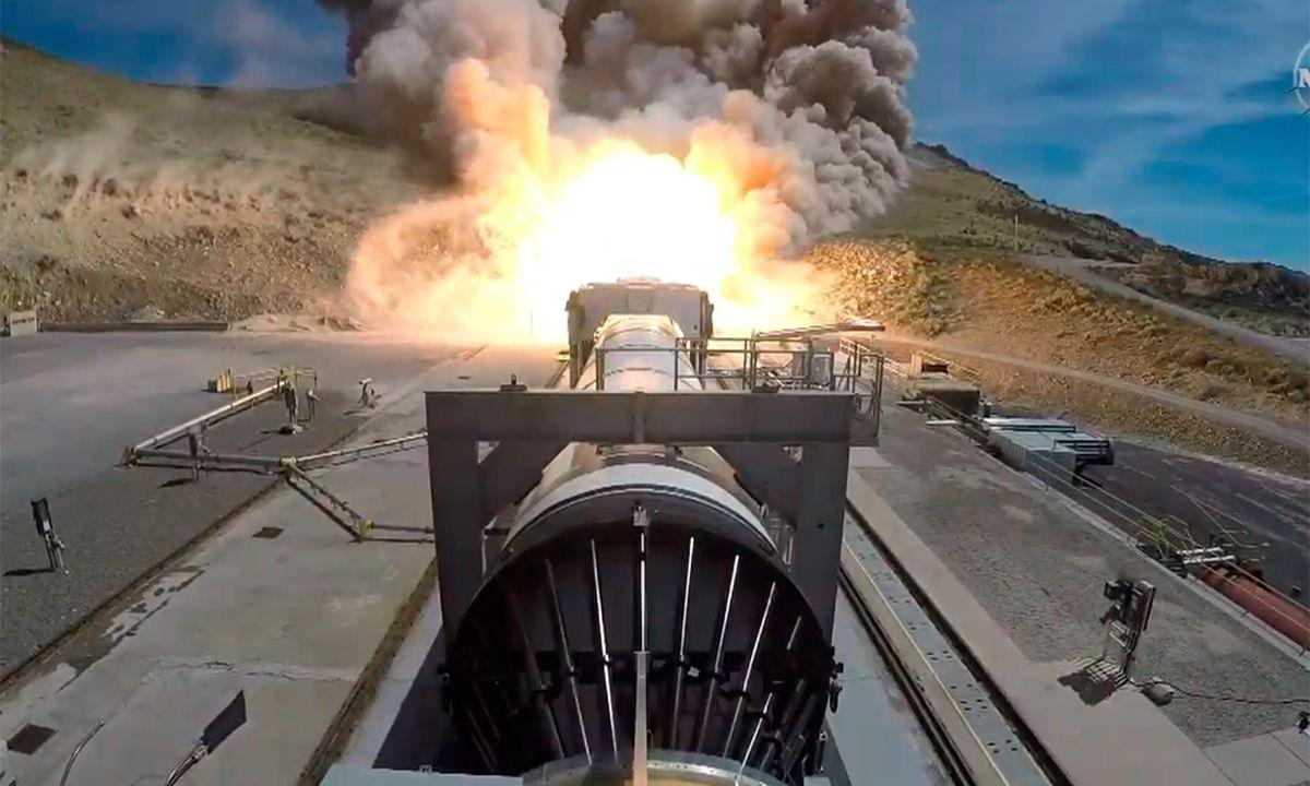 NASA prueba los potentes cohetes que llevarán la misión Artemis a la Luna