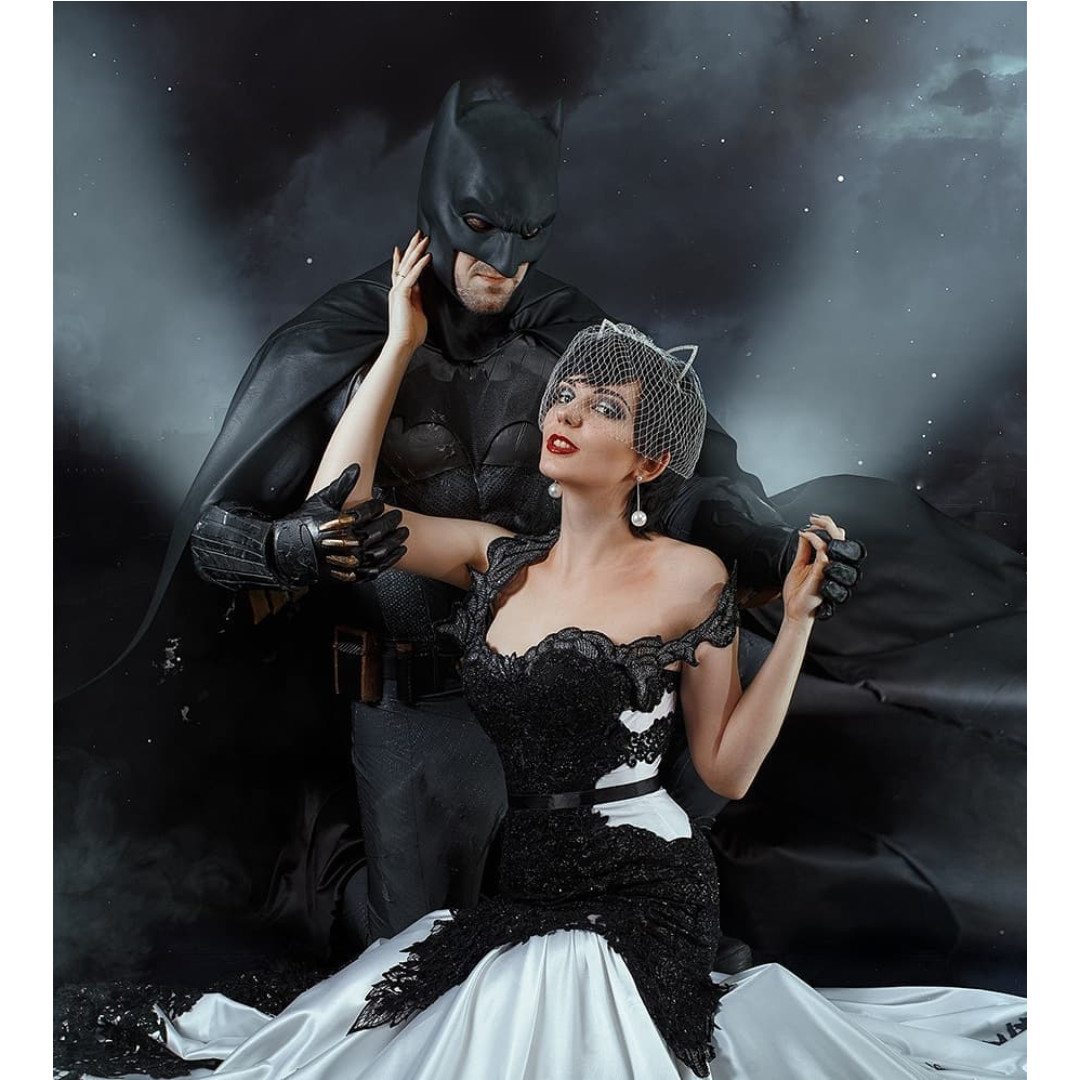 DC Comics: Cosplayer recrea el asombroso vestido de novia de Catwoman