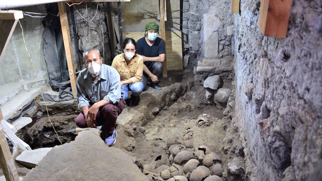 Arqueólogos encuentran cráneos de la antigua Tenochtitlan