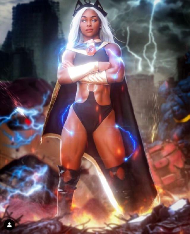 Un poderoso cosplay de Storm de los X-men