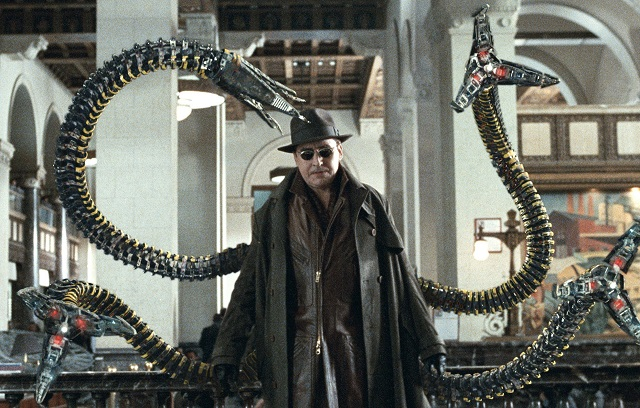 Alfred Molina como Doctor Octopus