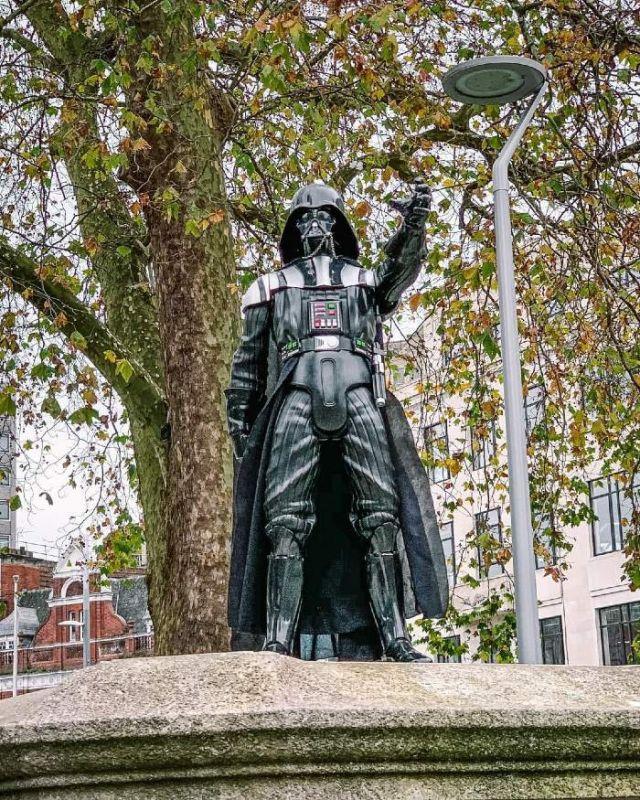 Estatua de Darth Vader en Bristol homenaje a David Prowse