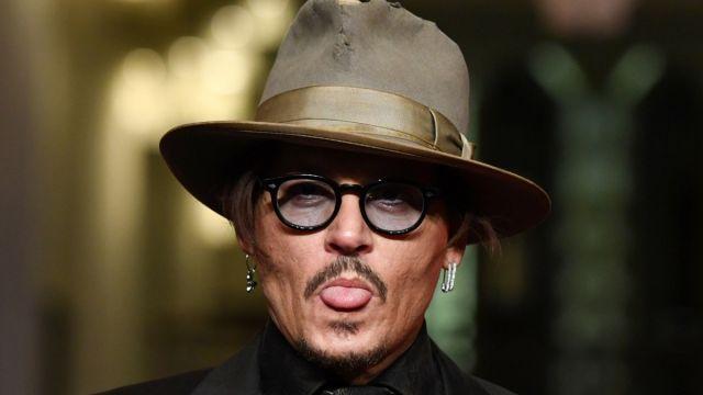 John Depp sacando la lengua