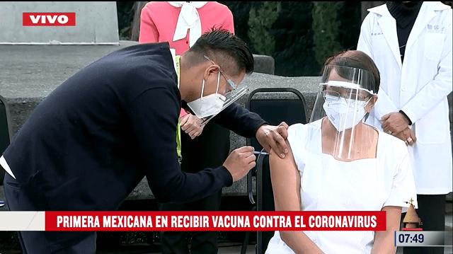 María Irene Ramíre Recibe vacuna