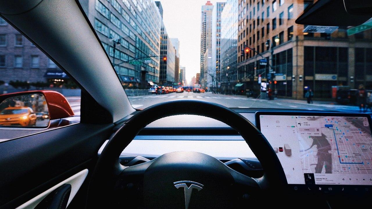 Model 3 de Tesla viaja 6 horas con piloto automático