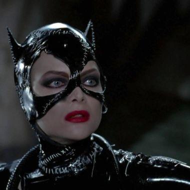 DC Comics_ Cosplayer recrea el icónico traje de Catwoman de Batman Returns