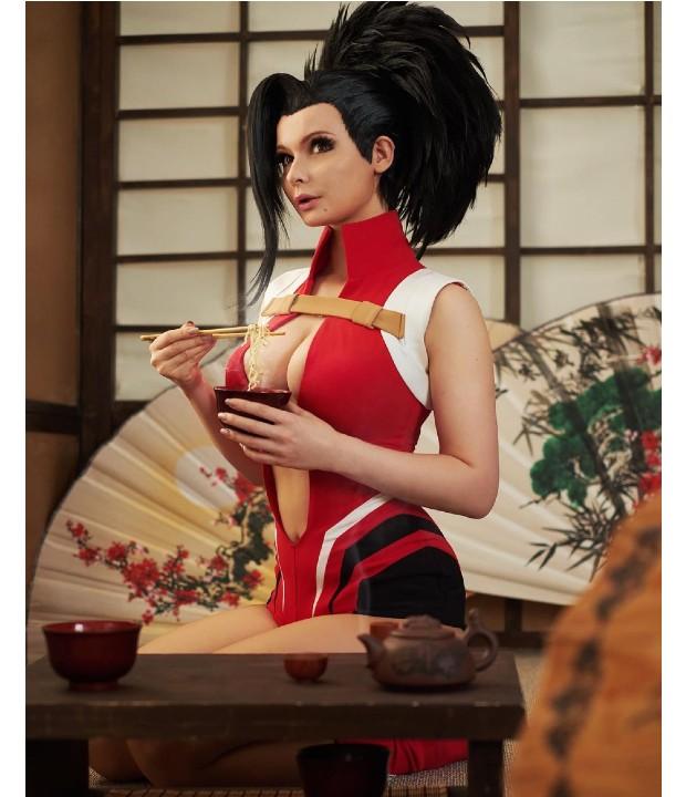 My Hero Academia: Cosplayer le da vida a Momo Yaoyorozu de manera extraordinaria con este traje