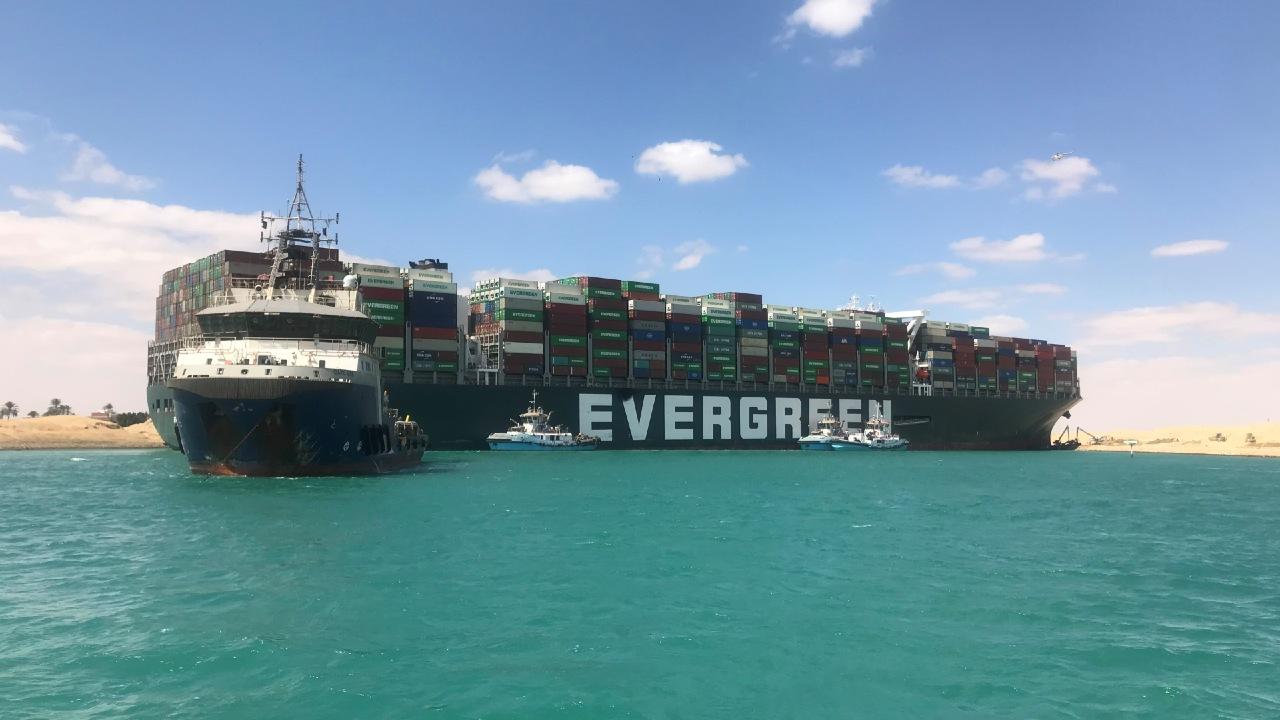Canal de Suez desbloqueo seis días buque