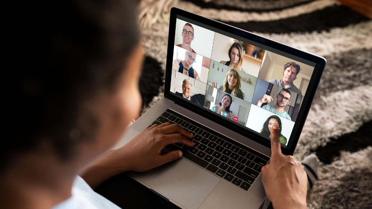 Según expertos, el constante uso de videollamadas ha provocado el llamado Fatiga Zoom