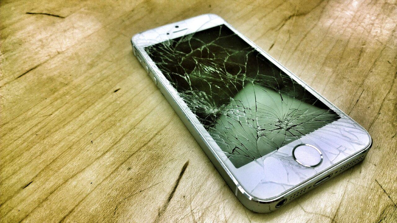 teléfono iphone roto jailbreak riesgos